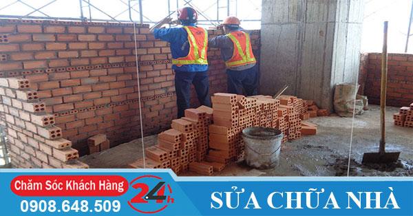Thợ xây sửa nhà